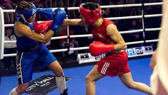 Sandra Brügger (rot) setzt der Schwedin Patricia Berghult, die knapp fünf Kilo mehr auf die Waage bringt, mit platzierten Schlägen zu. Smith/ZVG