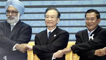 Die Premierminister von Indien, China und Kambodscha demonstrieren am ASEAN-Gipfel Einigkeit