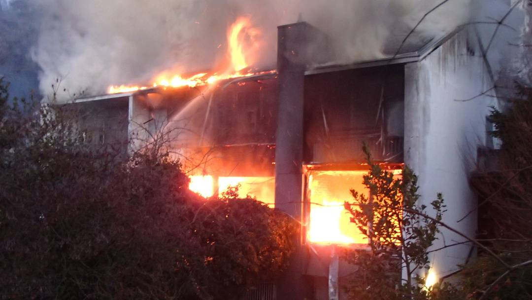 Die Feuerwehr hatte Mühe, den Brand unter Kontrolle zu bringen.