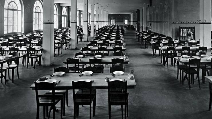 Der Esssaal des Bally-Kosthauses in Schönenwerd in einer historischen Aufnahme.