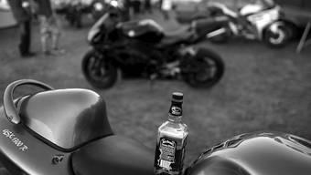 Die Exporte von amerikanischem Whiskey sind eingebrochen: eine halb leere Flasche Jack Daniels (Archivbild).