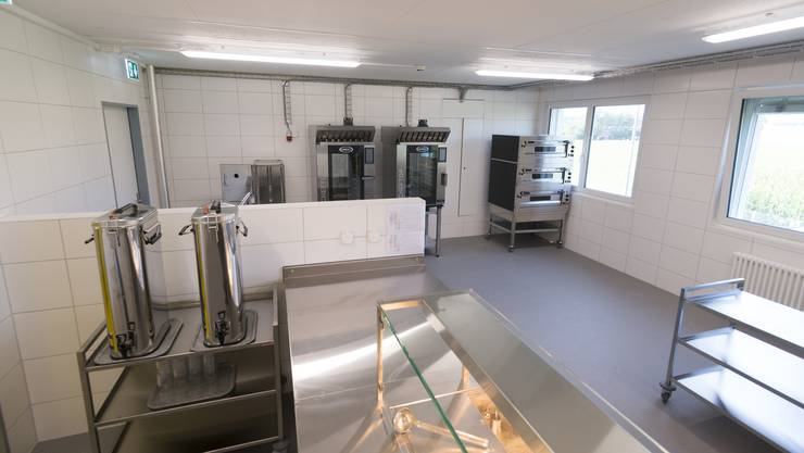 Die Küche im Flumenthaler Bundesasylzentrum: Hier werden die gelieferten Speisen aufgewärmt.