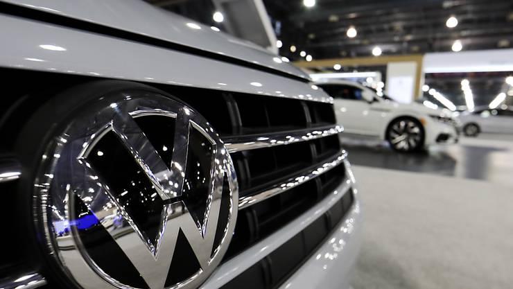 Der deutsche Autobauer VW wächst langsamer als auch schon. Die Aktionäre dürfen sich aber trotz Problemen auf eine höhere Dividendenzahlung freuen.(Archivbild)