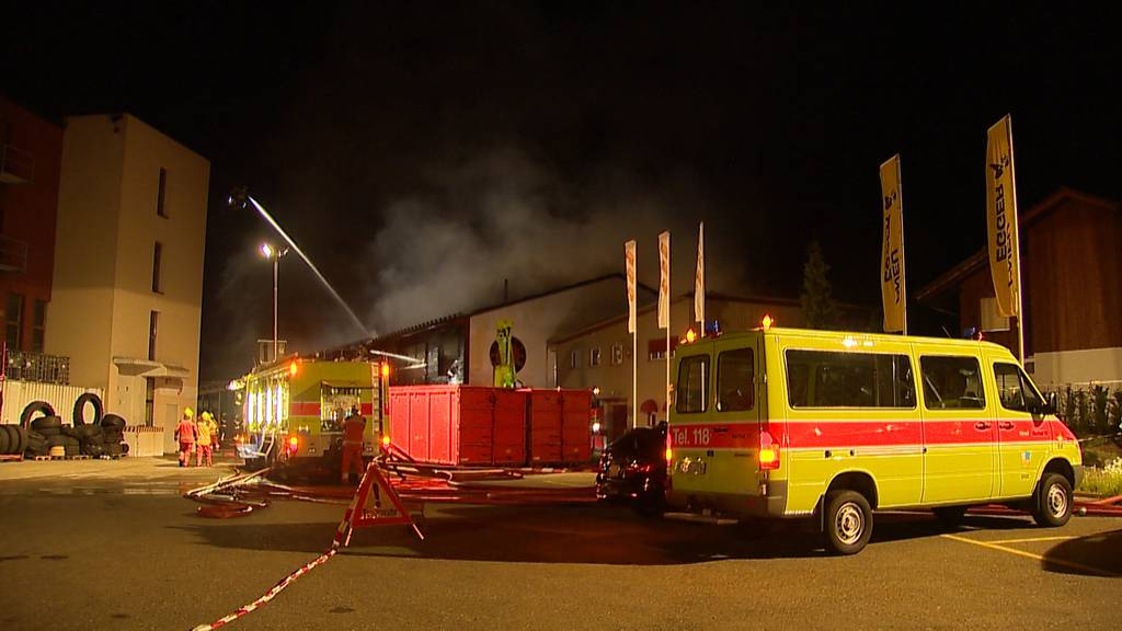 Grossbrand in Hinwiler Recyclingfirma