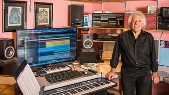 Jack Säuberli zu Hause in seinem Home-Studio in Vitznau.