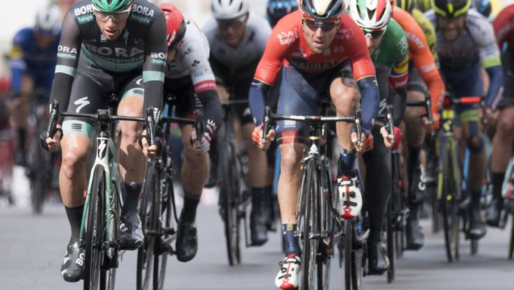 Irlands Sprintspezialist Sam Bennett  (links) feierte in Alicante seinen ersten Etappensieg in der Spanien-Rundfahrt