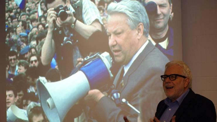 Als Boris Jelzin (hier im Hintergrund) damals eine Rolle spielte, war Peter Gysling Radio-Korrespondent in Moskau. hcw
