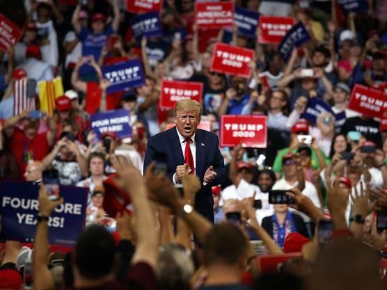 Tausende jubelten US-Präsident Donald Trump bei seiner offiziellen Verkündung des Wahlkampfbeginns am Dienstagabend zu.