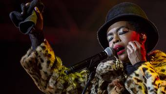 epa07143804 US singer Lauryn Hill performs on stage at the Baloise Session in Basel, Switzerland, 05 November 2018. EPA/PATRICK STRAUB