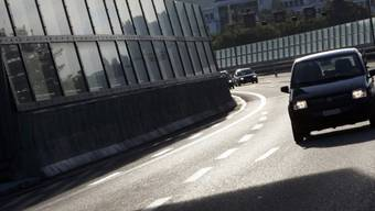 Lärmschutzwände auf der A1 an der Limmatbrücke in Baden