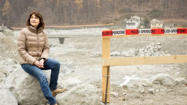 Stolz darauf, dass das Auffangbecken pünktlich zum Winterbeginn leergeräumt werden konnte: Gemeindepräsidentin Anna Giacometti.