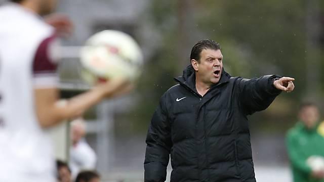 Biels Trainer Jean-Michel Aeby gibt Anweisungen.