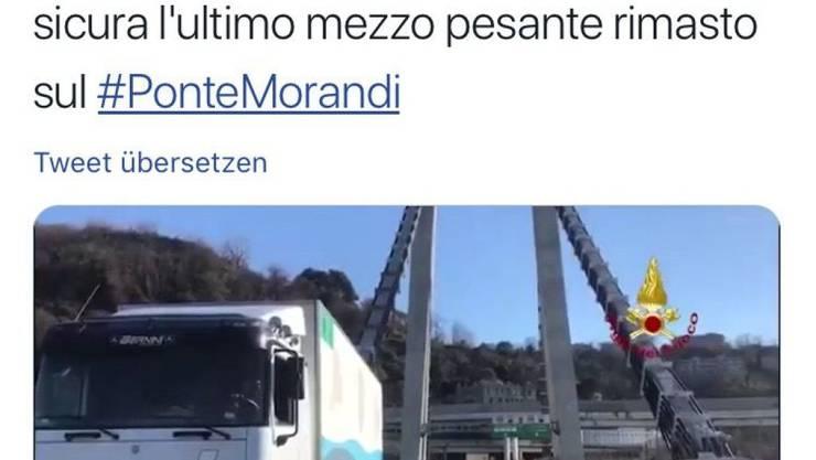 Der letzte: Am Samstag rollte vier Monate nach dem Einsturz der letzte verbliebene Lastwagen von der Unglücksbrücke in Genua.