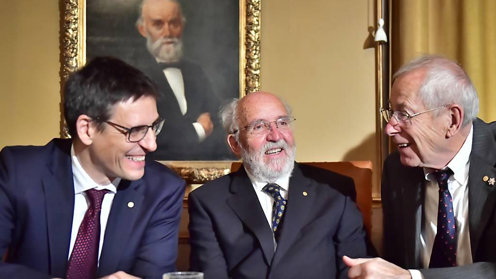 Michel Mayor und Didier Queloz nehmen Nobelpreis entgegen