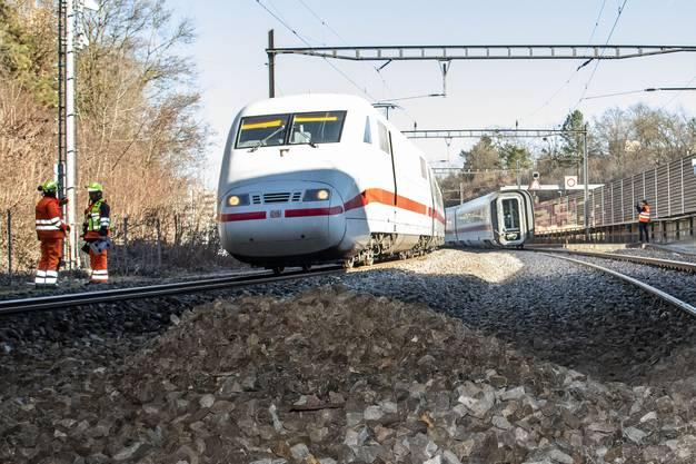 Beim verunfallten Zug handelt es sich um den ICE 373, der von Berlin Ostbahnhof nach Interlaken Ost unterwegs war.