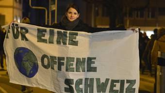 Hunderte Personen demonstrieren in Städten nach Ja zur SVP-Initiative
