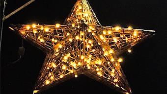 Erste Weihnachtsbeleuchtung: Sternenlicht in Rudolfstetten-Friedlisberg.chr