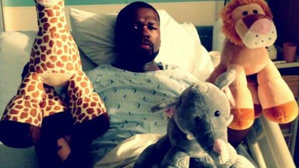 50 Cent mit Kuscheltieren im Spital