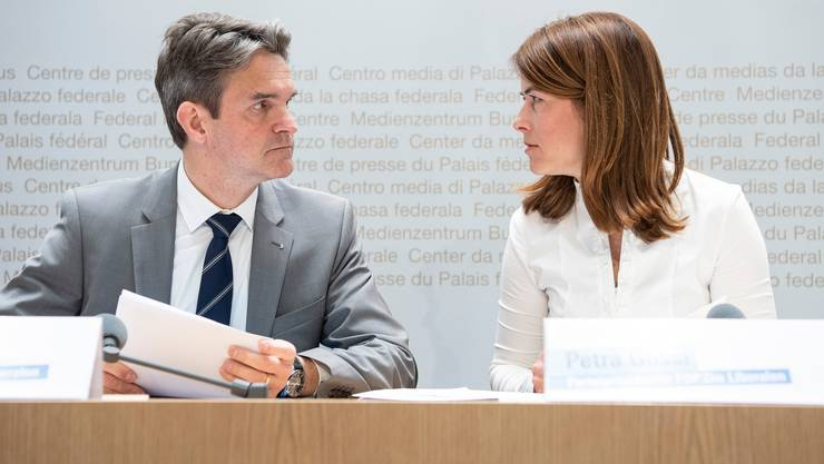 Fraktionschef Beat Walti mit Präsidentin Petra Gössi..
