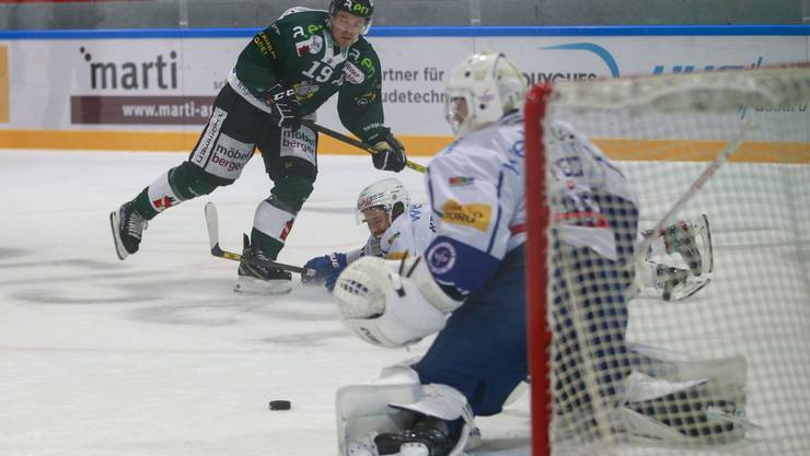 EHCO-Ausländer Dion Knelsen scheitert abermals an Kloten-Torhüter Dominic Nyffeler.