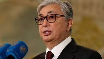 Mit einem Federstrich hat der neue kasachische Präsident Kassim-Jomart Tokajew die Schulden von 255'000 Einwohnern gestrichen. Hunderttausende weitere sollen einen Teil ihrer Schulden loswerden.  (Archivbild)