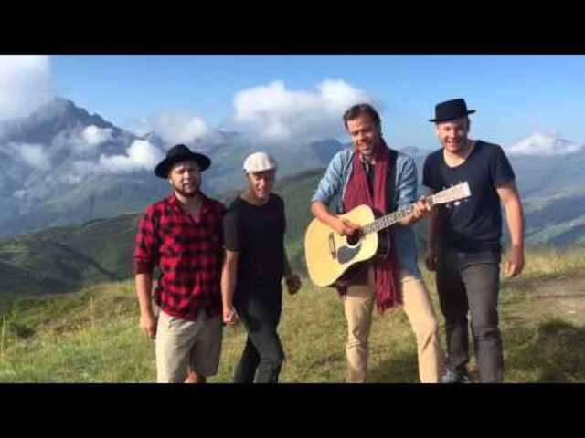 Um sechs Uhr morgens sind sie angeblich aufgestanden, für diese Performance von «Seven Mountains» auf dem «Berggipfel».