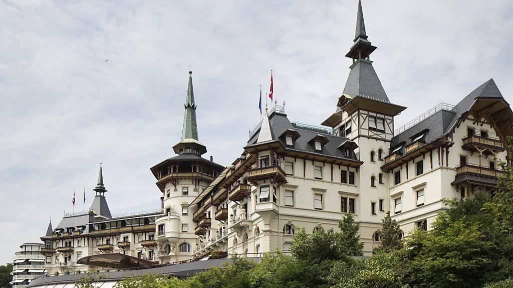 """Luxus im Schlösschen-Stil: Das Dolder Grand hoch über Zürich zieht Prominente, Reiche und Schöne aus der ganzen Welt an. Jetzt wurde es zum GaultMillau """"Hotel des Jahres"""" erkoren. (Archivbild)"""
