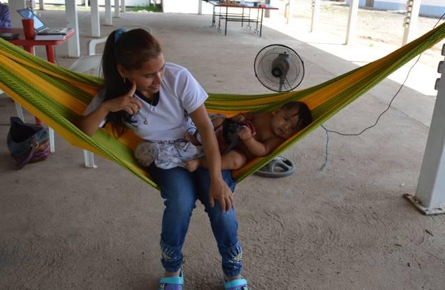 Ex-Guerillera Sandra mit ihrem vier Monate alten Sohn Albert.