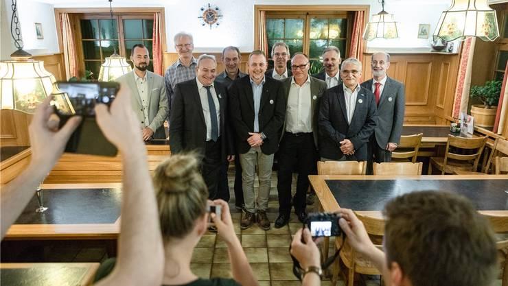 Vereint mit unterschiedlicher Gemütslage: Die Ammänner des Fusionsprojekts Rheintal+ im Restaurant Kreuz in Kaiserstuhl.
