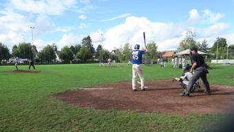 Final-Serie um die Schweizer Meisterschaft im Baseball: Doch das Spiel auf einem umgebauten Fussballplatz in Therwil lockt kaum Zuschauer.