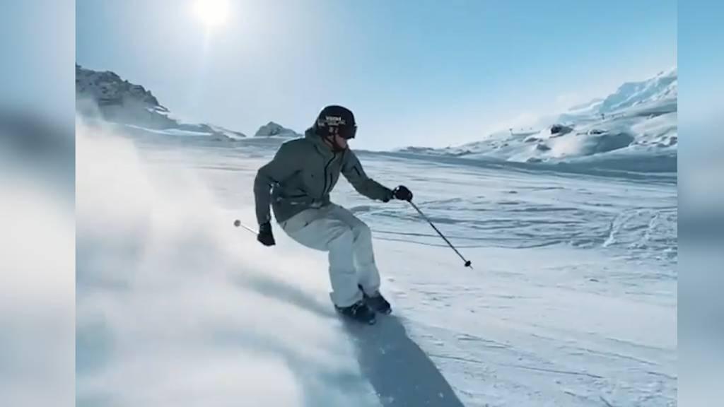 Es geht auch ohne! Hier brettert Ragettli nur in Skischuhen über die Piste