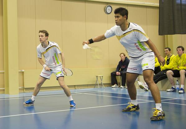 Solothurn's Michael Lahnsteiner (l) und Titon Hustaman während dem NLA-Badmintonspiel zwischen Solothurn und Yverdon