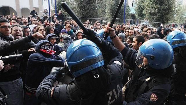 In Florenz gerieten Studenten und Polizisten aneinander