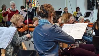 In nur einer Woche stellt dieses Orchester aus Amateurmusikern ein Programm mit russischen Trouvaillen auf die Beine, das in zwei Konzerten zeigen wird, was alles machbar ist.