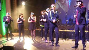Die Kleingruppe des Mundartchores Klantastisch in action mit dem Song «Weck mi uf».