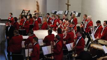 Die Brass Band Konkordia Aedermannsdorf mit ihrem Dirigenten Bernhard Wüthrich.