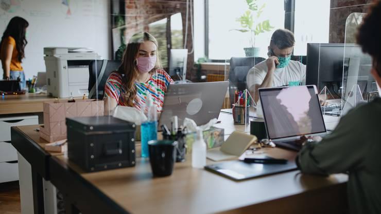 In Branchen wie dem Detailhandel ist Homeoffice nur für wenige Angestellte möglich. Manche Firmen zitieren ihre Mitarbeiter aus Solidaritätsgründen deshalb teils ins Büro zurück.