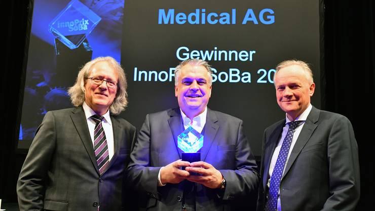 Jürg Liechti, Präsident der Stiftung Baloise Bank SoBa zur Förderung der Solothurner Wirtschaft, Sensile-Medical-CEO Derek Brandt und Jürg Ritz, Geschäftsführer der Stiftung.