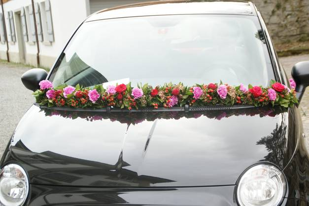 Auch das Auto soll festlich geschmückt werden