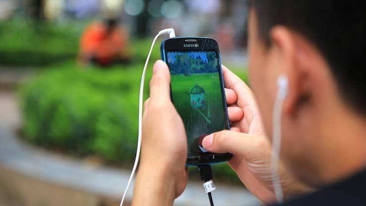 """In guter Gesellschaft: """"Pokémon Go""""-Spieler in Vietnam - weltweit wurde das Computerspiel über 500 Millionen Mal heruntergeladen. (Archivbild)"""