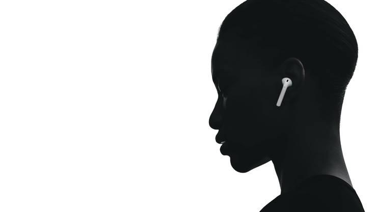 Sie sind der neue Standard: kabellose Kopfhörer. Bild: Apple
