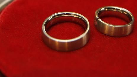 Das Paar darf laut Gericht nicht heiraten (Symbolbild)