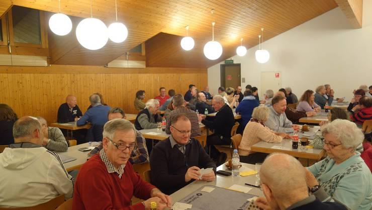 68 Jassfreunde trafen sich zum 41. Staufner Dorfjassen im Mehrzweckgebäude Lindenplatz