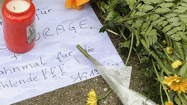 Blumen und Kerzen für das Opfer in München