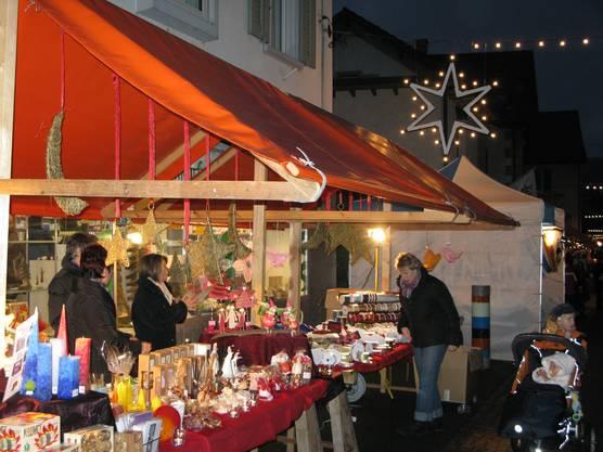Impressionen vom Weihnachtsmarkt der Gemeinde Turgi.