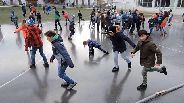 In Lengnau rutschen neben den Temperaturen auch die Schüler