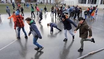 Sprudeln regelrecht vor Freude: die Lengnauer Schüler auf ihre Eisfeld.