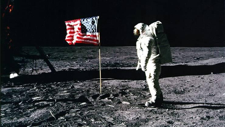 Am 21. Juli 1969 betraten Neil Armstrong und Buzz Aldrin (Bild) als erste Menschen den Mond. Nun wollen ihnen die Chinesen folgen – und dort bleiben.EPA/NASA