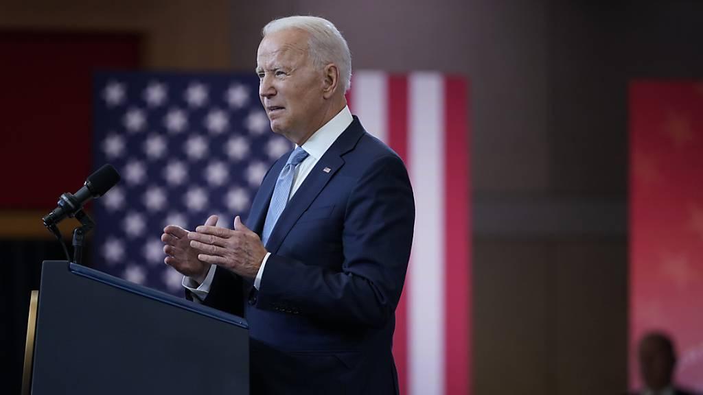 US-Präsident Joe Biden hält eine Rede über das Wahlrecht im National Constitution Center. Foto: Evan Vucci/AP/dpa