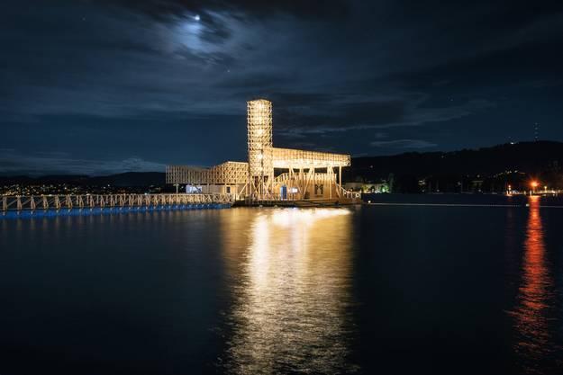 Der Pavillon of Reflections steht als Ausstellungsplattform der Biennale für zeitgenössische Kunst Manifesta noch bis Mitte September im Zürcher Seebecken.
